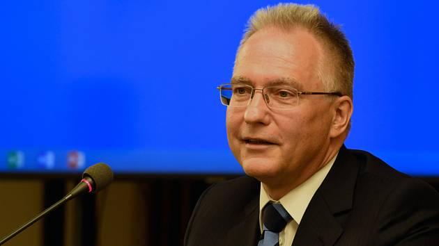 Ředitel Bezpečnostní informační služby (BIS) Michal Koudelka vystoupil 21. října 2019 v Praze na mezinárodní konferenci Aktuální bezpečnostní hrozby, která je zaměřená na vybrané vojenské, bezpečnostní i zahraničně politické aspekty