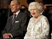 Britská královna Alžběta II. a její manžel - princ Philip, vévoda z Edinburgu.