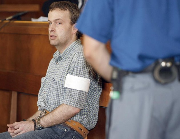 Takzvaný heparinový vrah Petr Zelenka z Jihlavy je rozhodnut podat dovolání k Nejvyššímu soudu do Brna. Prostřednictvím svého obhájce Jana Herouta by to měl udělat příští týden.