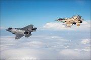 Stíhací letouny F-35 F-16