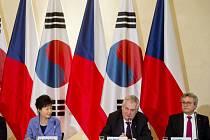 Česko a Jižní Korea začnou v aplikovaném výzkumu a experimentálním vývoji od příštího roku spolupracovat v oblasti čistých zdrojů energie, nano- a biotechnologiích.
