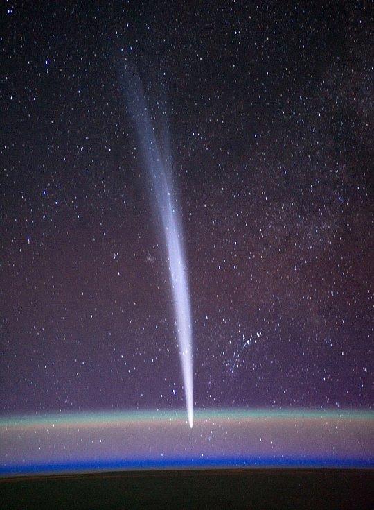 Každý rok vstoupí do naší sluneční soustavy zhruba sedm mezihvězdných těles, které se při průletu soustavou pohybují po předvídatelných oběžných drahách.