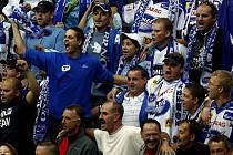Fanoušci Komety na zápase v pražské O2 Aréně se Slavií.