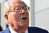 Bývalý předseda francouzské krajně pravicové Národní fronty (FN) Jean-Marie Le Pen dnes odmítl, že se chystá založit novou politickou stranu.