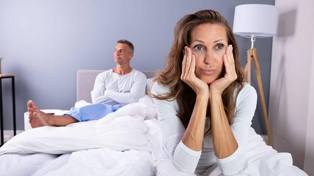 Chová se váš stárnoucí manžel najednou jinak? Fintí se, nosí havajské košile a jezdí na bruslích? Možná na něho přišla druhá míza. A s ní přichází i hrozba v podobě milenky. Dá se tomu ovšem předejít.