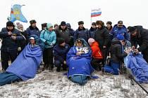Trojice členů posádky Mezinárodní vesmírné stanice (ISS), Rus Maxim Surajev, Američan Reid Wiseman a Němec Alexander Gerst, se 10. listopadu vrátila po téměř šestiměsíční práci ve vesmíru na Zem.