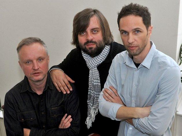 UMAKARTI. Jaromír Švejdík, Dušan Neuwerth a Jan P. Muchow – zástupci kapely, která právě vydává nové album Vlci u dveří.