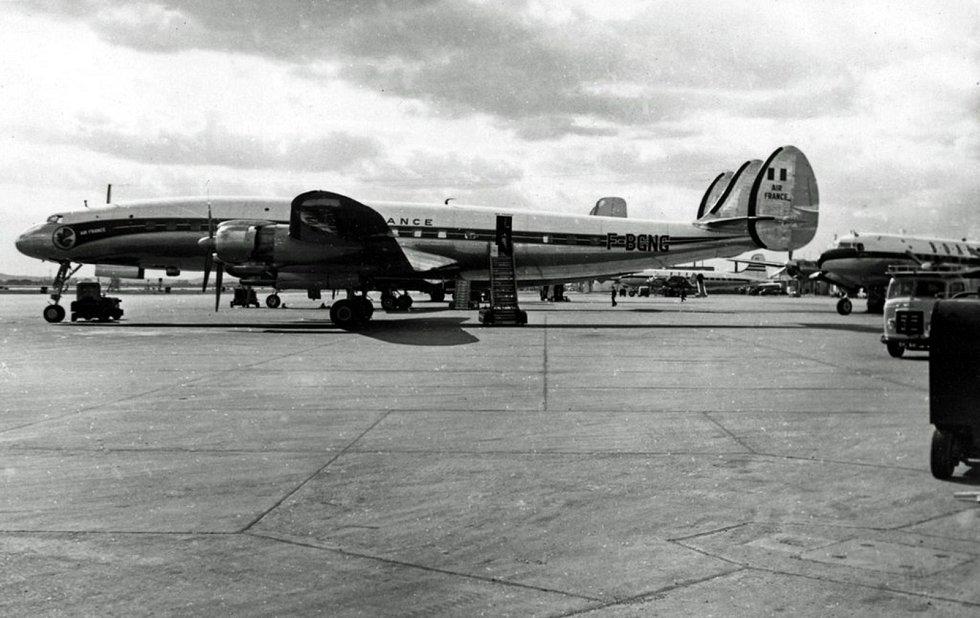 Letoun Lockheed L-1049C Super Constellation společnosti Air France. Podobné letadlo bylo účastníkem kolize nad Grand Canyonem v roce 1956.