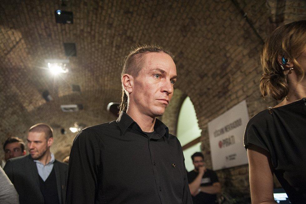 Zástupci Pirátů sledují výsledky sněmovních voleb, Ivan Bartoš. 21. 10. 2017