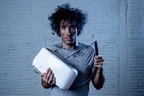 Mnozí lidé se v karanténě často vrhají na kutilství a domácí práce. Následky toho jsou pak často tristní.