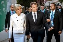 Francouzský prezident Emmanuel Macron s manželkou
