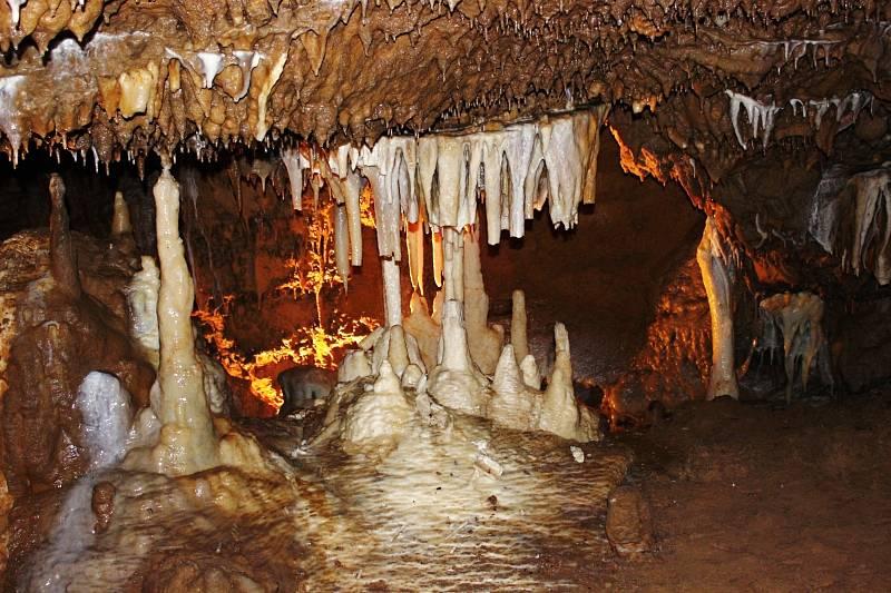 Ve Sloupsko-šošůvských jeskyních vás uchvátí nádherná krápníková výzdoba.