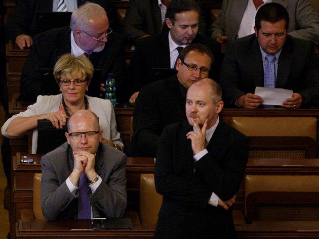 Jednání Sněmovny. Sobotka, Hašek (vpravo).