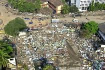 Cunami, která před deseti lety na Vánoce zasáhla Indonésii a Srí Lanku, vzala lidem životy, domovy a rozdělila rodiny. Ilustrační foto.