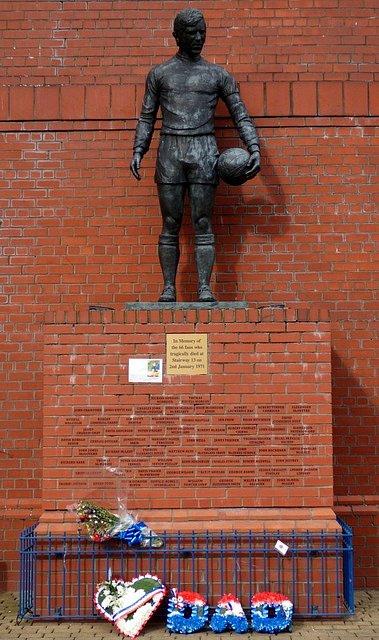 Pomník obětem neštěstí na místě dnešního stadionu