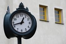 Pouliční hodiny - ilustrační foto.