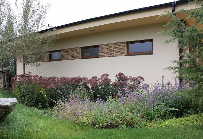 Malá zahrada zpříjemní okolí rodinného domu