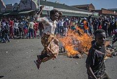 Protesty v hlavním městě Zimbabwe Harare si vyžádaly tři životy.