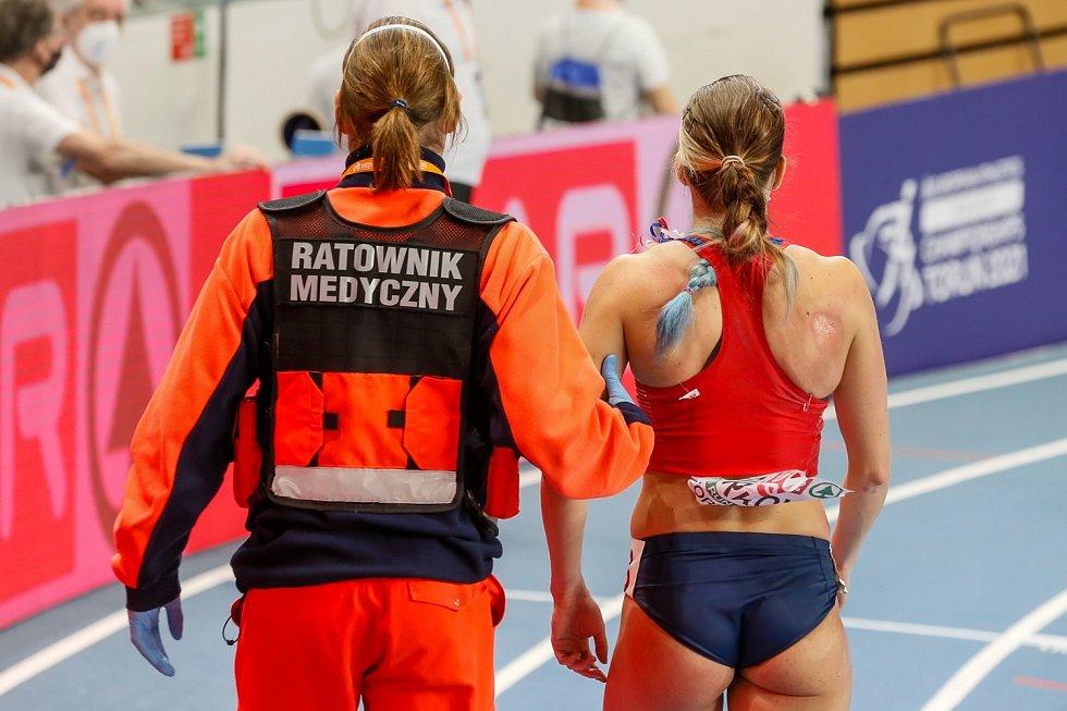 Marcela Pírková vybojovala postup do semifinále šedesátky, ale po pádu za cílem se zranila.