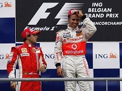 Z vítězství ve VC Belgie se nejprve radoval Lewis Hamilton, po jeho penalizaci se ale posunul na první místo Felipe Massa.