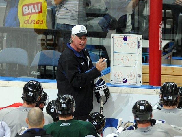 Trenér Tampy Barry Melrose při tréninku před zahájením sezony NHL v Praze.