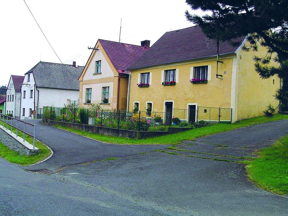 Rodištěm Jana Sladkého-Koziny, vůdce chodského povstání, je obec Újezd. Dnes v ní najdete krom pamětní síně na Kozinově statku staré sedlácké domy s ukázkami lidové architektury.