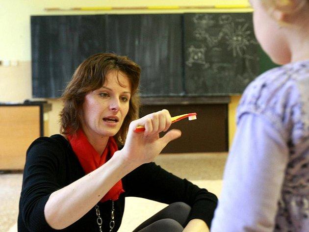 Do Mateřského centra Pumpkin v České Lípě si maminky pozvaly Lenku Ackermannovou, která přednášela o zubní hygieně batolat, dětí předškolního věku a také maminek. Účastnice si také odnesly balíček dentální hygieny zdarma.