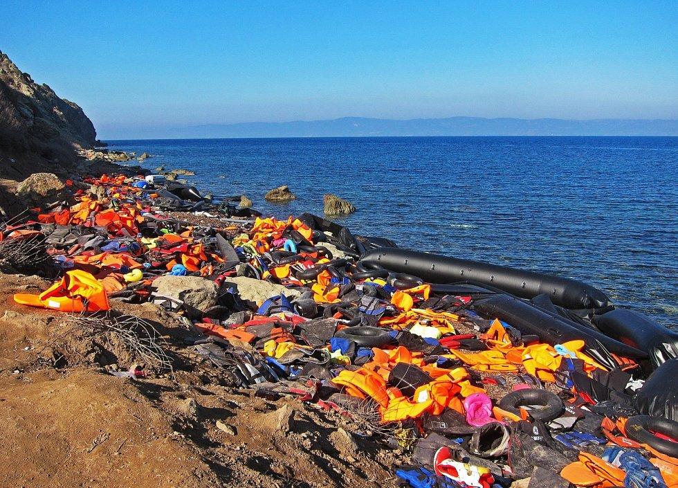 Lesbos, cíl na moři. Řecký ostrov Lesbos je díky vzdálenosti od tureckého pobřeží jedním z nejčastějších cílů migrantů, kteří se pokoušejí překročit hranici s Tureckem po moři