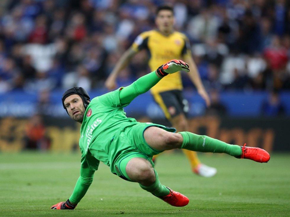 Brankář Arsenalu Petr Čech.