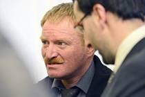 Soudní jednání o náhradu škody v případu Jana Šafránka (vlevo), který byl v roce 1992 nespravedlivě odsouzený za znásilnění sedmnáctileté dívky, pokračovalo 4. února u Obvodního soudu pro Prahu 2.