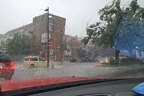 Déšť v Dobřichovicích v okrese Praha-Západ
