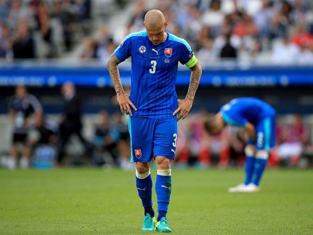 Zklamaný Martin Škrtel po porážce s Walesem.