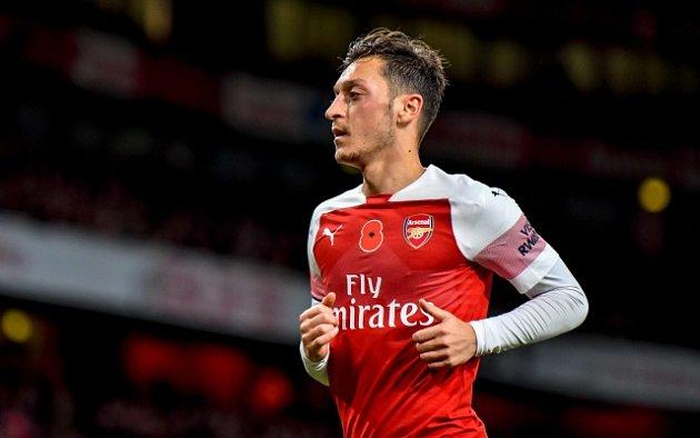 Mesut Özil v dresu Arsenalu