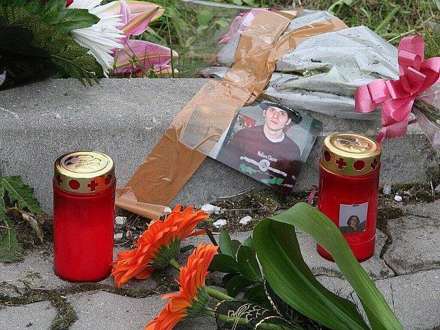 Mladíka (28) pravděpodobně ubodal k smrti v neděli kolem jedné hodiny v noci v Sokolovské ulici ve Strakonicích nad bývalým hotelem Fontána místní řezník (56).
