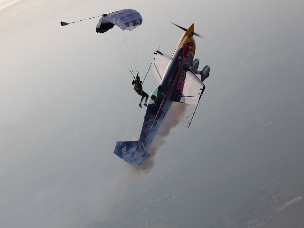 Akrobatický pilot Martin Šonka.