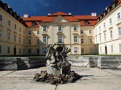 """FRANCOUZSKÉ BAROKO. """"Nový zámek"""" byl postaven v letech 17641769 podle plánů brněnského architekta F. A. Grimma."""