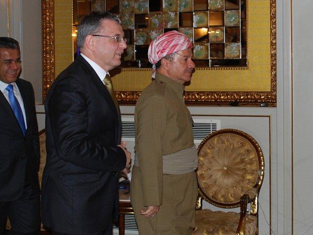 Ministr zahraničí Lubomír Zaorálek (uprostřed) se sešel 27. listopadu v Irbílu s prezidentem Regionu iráckého Kurdistánu Masúdem Barzáním (vpravo).