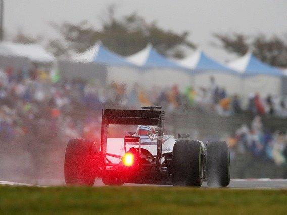 Felipe Massa na okruhu v Suzuce. Brazilský pilot si stěžoval na podmínky