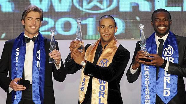 Absolutním vítězem soutěže Mr. World se v Jižní Koreji stal reprezentant Irska Kamal Ibrahim. Čech Josef Karas (vlevo) skončil druhý.