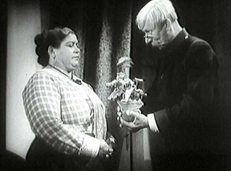 Antonie Nedošinská a Vlasta Burian.  U snědeného krámu (1933)