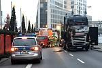 Do davu na vánočním trhu v Berlíně vjel kamion