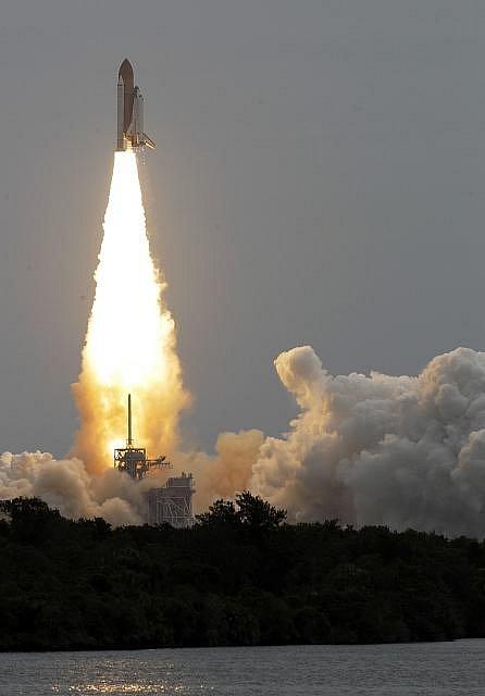 Start raketoplánu Atlantis.