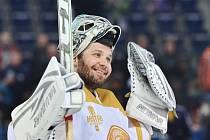Liberecký gólman Ján Lašák se raduje z vítězství nad Olomoucí.