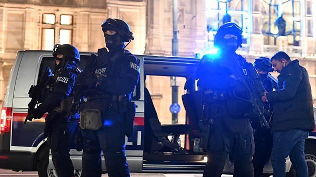 Zásahové jednotky po útoku v centru Vídně