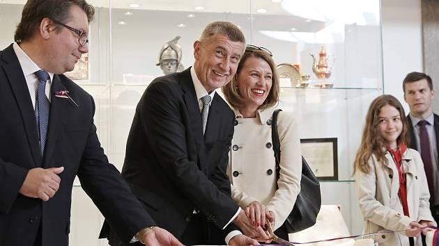 Premiér Andrej Babiš slavnostně otevřel v Lichtenštejnském paláci výstavu darů ze zahraničních cest