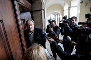Den po parlamentních volbách, 22. října, začala povolební vyjednávání ve Sněmovně v Praze. Stropnický