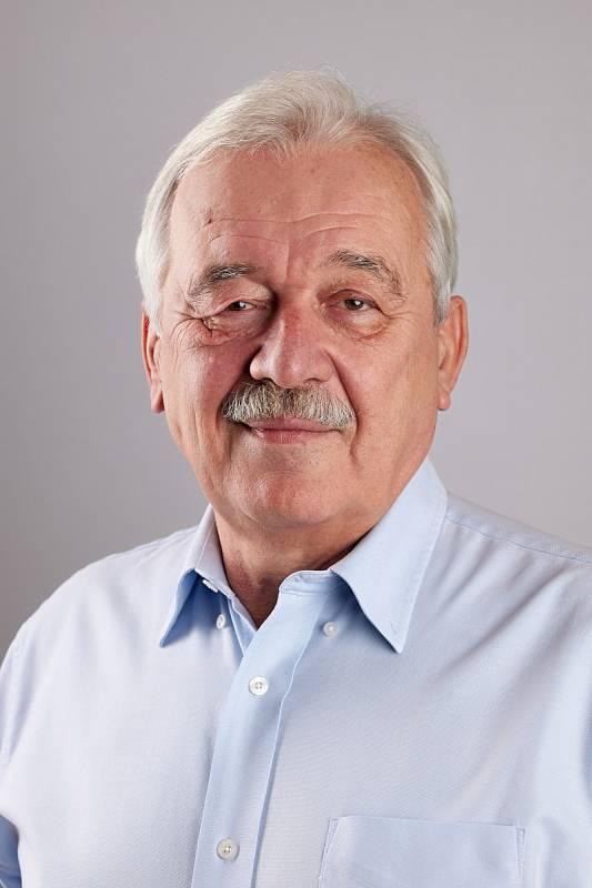 Zdeněk Rinth se znovu vrátil do firmy Kara, kde pracoval téměř padesát let. V roce 1990 ji koupil a po 28 letech prodal a vrhl se do jiného druhu podnikání. Když se společnost pod novými vlastníky ocitla před krachem, rozhodl se ji zachránit