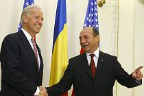 Joe Biden a Traian Basescu.
