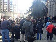 Protesty studentů před filozofickou fakultou