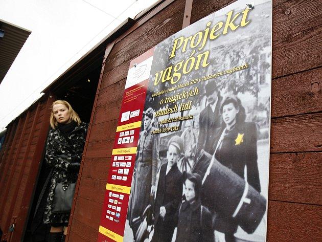 Výstava o tragických osudech židů v období holocaustu v dobových vagonech na nádraží Praha-Libeň.